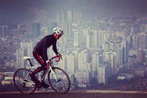 Read more about the article Support de téléphone Quad Lock : pour les cyclistes amateurs ou sportifs