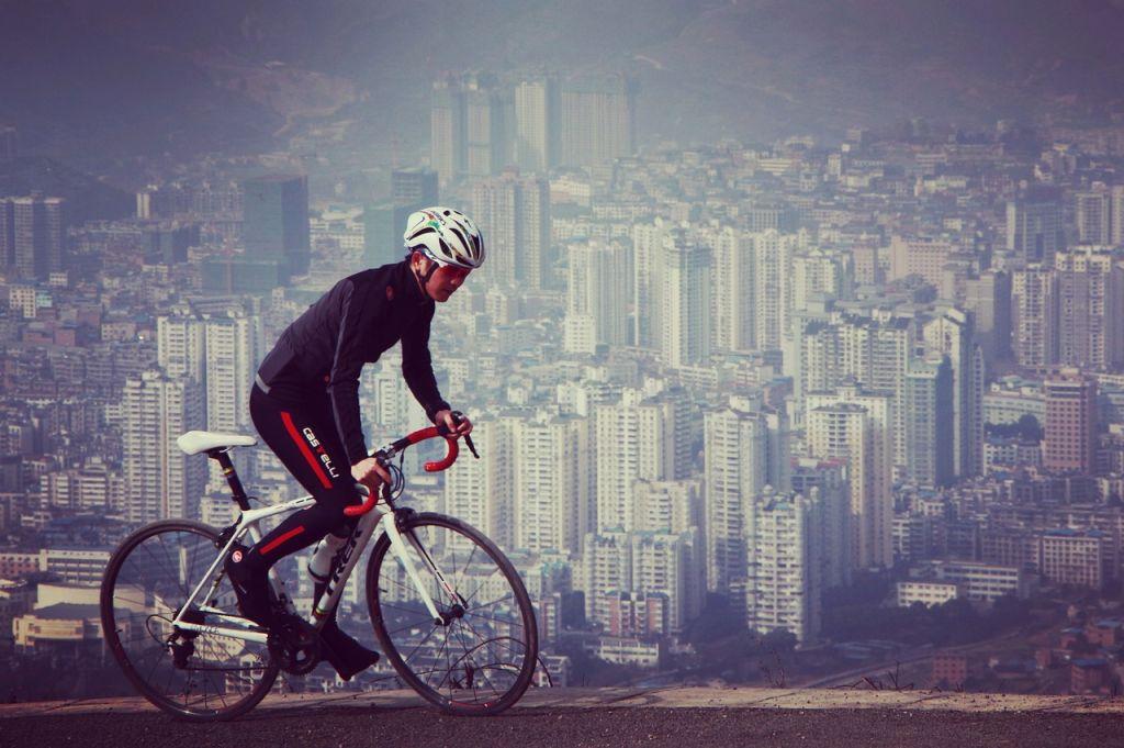 You are currently viewing Support de téléphone Quad Lock : pour les cyclistes amateurs ou sportifs
